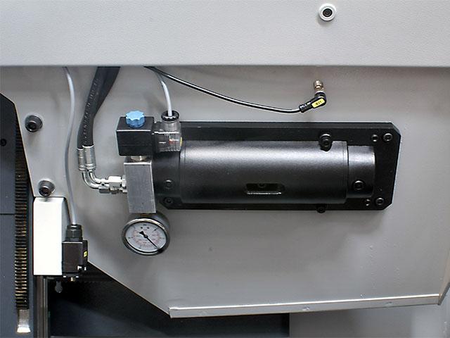 Automatic hydraulic blade tensioning